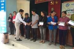 Hiệp hội Sắn Việt Nam trao 320 triệu đồng ủng hộ bà con vùng lũ Quảng Bình, Quảng Trị