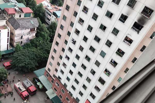 Cháy căn hộ tầng 13 tại chung cư ở Hà Đông kèm tiếng nổ