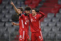 Lewandowski tỏa sáng, Bayern Munich đoạt vé vòng 1/8