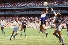 """Diego Maradona và """"Bàn tay của Chúa"""" đầy tai tiếng"""