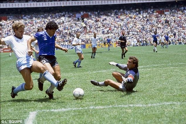 """Phát lại """"Bàn thắng thế kỷ"""" của Diego Maradona"""