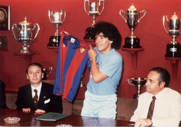 Những khoảnh khắc làm nên huyền thoại Diego Maradona