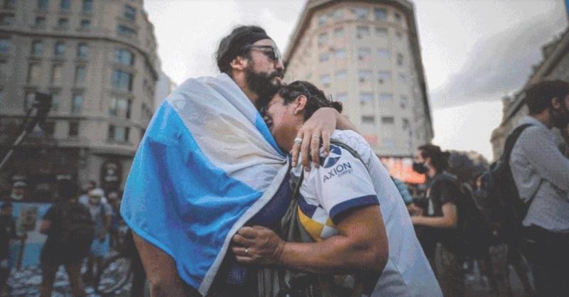 Mong muốn cuối của Maradona khiến người Argentina òa khóc