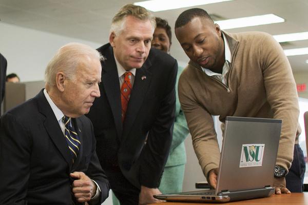 'Cơn đau đầu mới' của ông Biden