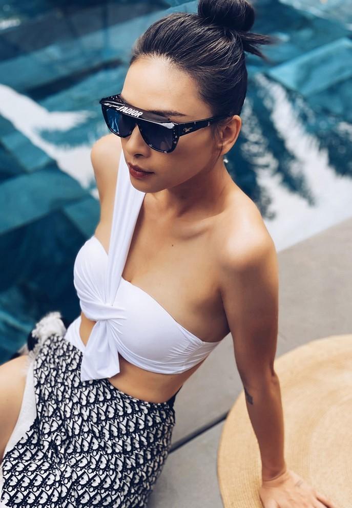 MC Phương Mai quyến rũ bên Mai Ngọc thời sự 'Việt Nam hôm nay'