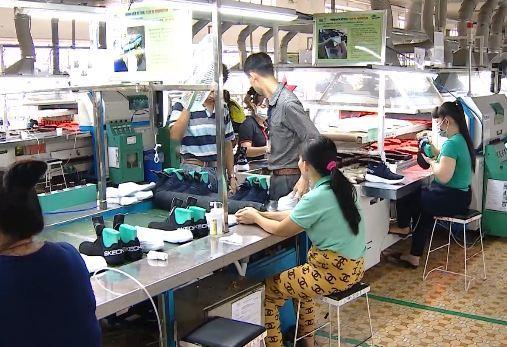 Xuất khẩu nguyên phụ liệu dệt may, da giày 7 tháng đầu năm giảm mạnh