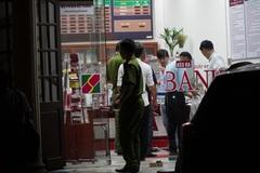 Thanh niên cầm vật nghi lựu đạn xông vào cướp ngân hàng ở Đồng Nai