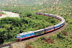 Bắc tới Nam hơn 2.000 km mà bỏ quên đường biển, đường sắt