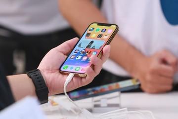 Cơn sốt iPhone 12, tay to buôn hàng về Việt Nam kiếm đậm