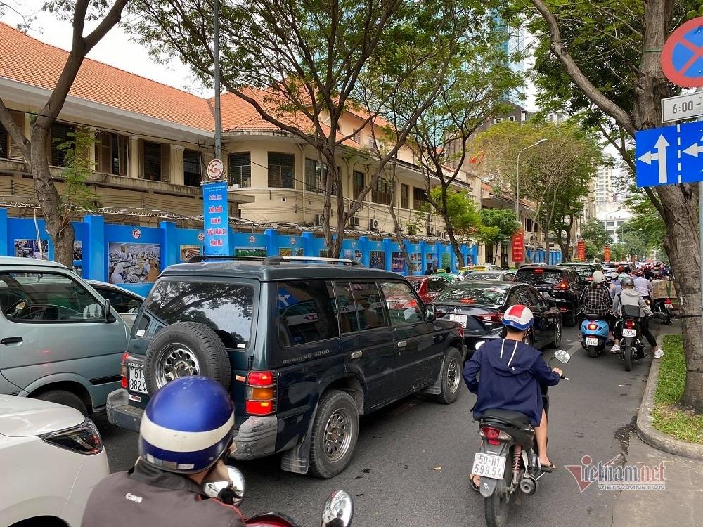 Trung tâm Sài Gòn kẹt cứng ngày Black Friday