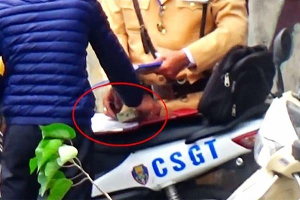 Đưa tiền hối lộ cho Đại uý CSGT, nam thanh niên bị phạt 4 triệu đồng
