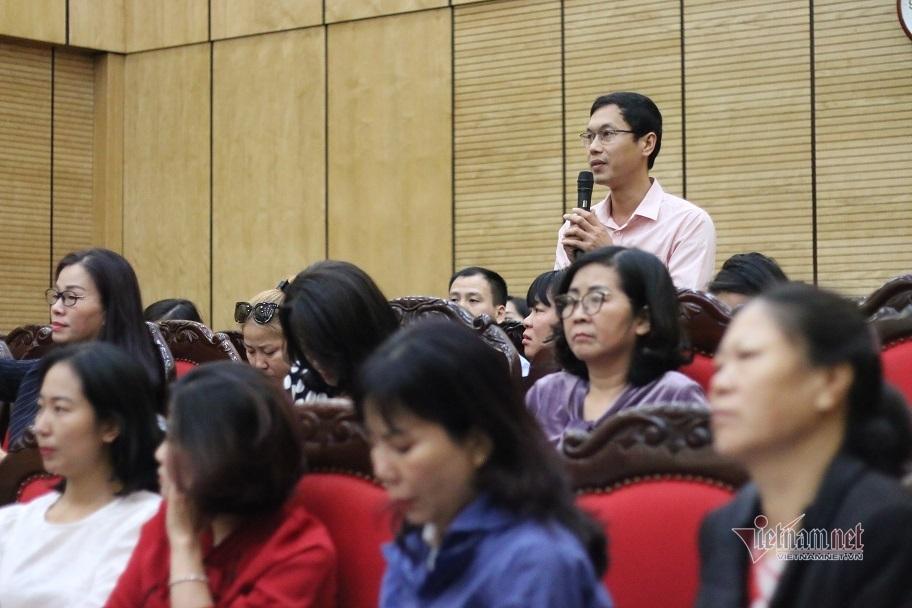 Trưởng phòng Giáo dục đối thoại với phụ huynh về tiền 'tự nguyện'