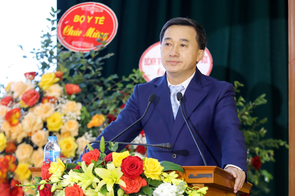 Việt Nam thiếu máy xạ trị ung thư, chạy gấp 5 công suất