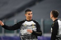 MU giữ chân Fred, Pirlo cho Ronaldo… ra rìa
