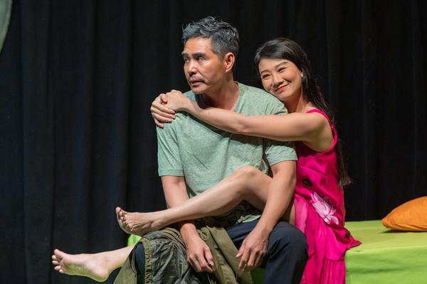 Trung Dũng, Mỹ Uyên diễn cảnh nóng trên sân khấu kịch
