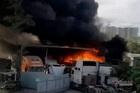 Cháy lớn gần đường cao tốc ở Sài Gòn, nhiều xe bị cháy rụi