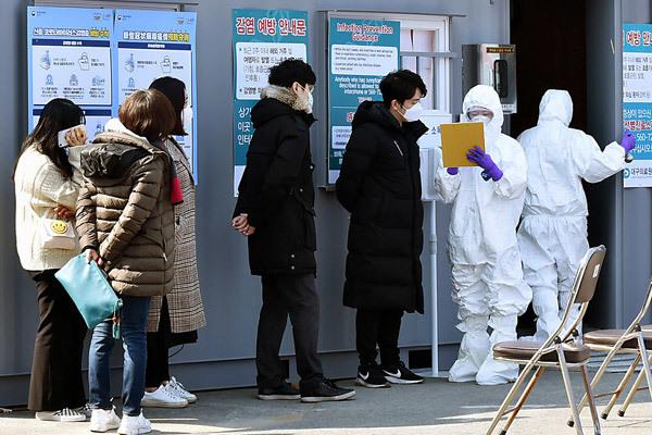 Tốc độ lây lan Covid-19 chóng mặt, Hàn Quốc căng mình ứng phó