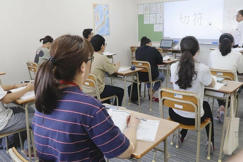 Hòn đảo xa xôi của Nhật Bản 'trải thảm' đón sinh viên Việt Nam