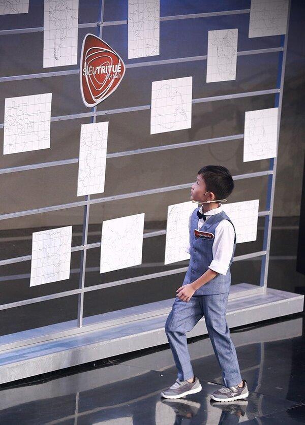 Siêu trí tuệ VN: Cậu bé 7 tuổi nhớ 1100 mảnh ghép bản đồ với 55 giây