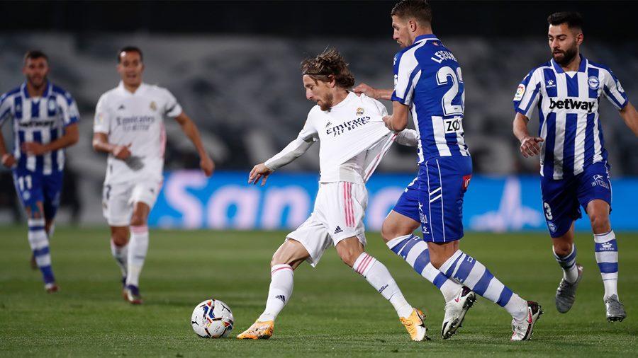 Thua sốc Alaves, Real Madrid trở lại mặt đất