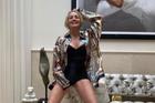 'Bom sex' một thời gây kinh ngạc khi làm người mẫu ở tuổi 62