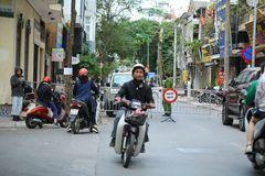 Rào chắn xung quanh khu vực phát hiện quả bom lớn ở Hà Nội