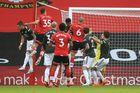 Southampton 2-0 MU: Cú đá phạt thần sầu (H1)