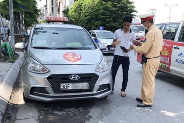 Ở thành phố, dừng đỗ xe thế nào để không bị phạt?