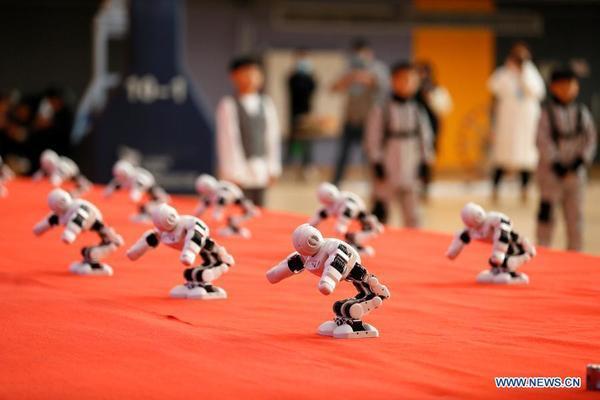 Xem học sinh Trung Quốc tham gia thi đấu người máy mini