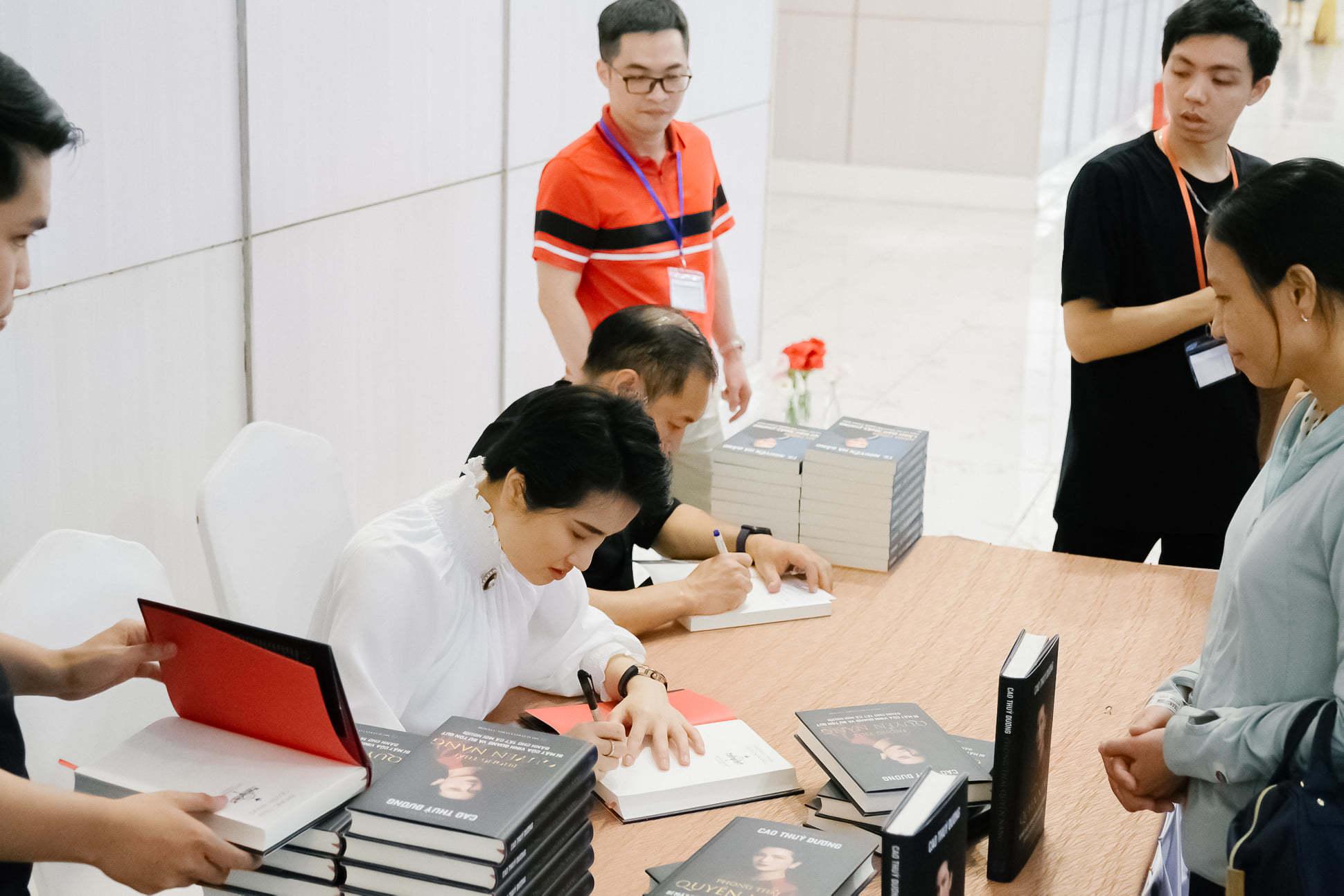 Sách của Cao Thùy Dương vừa ra đã hết sạch 3000 cuốn