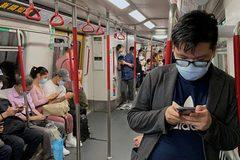 Hong Kong 'căng như dây đàn', luật giãn cách Covid-19 ở Pháp bị phản đối