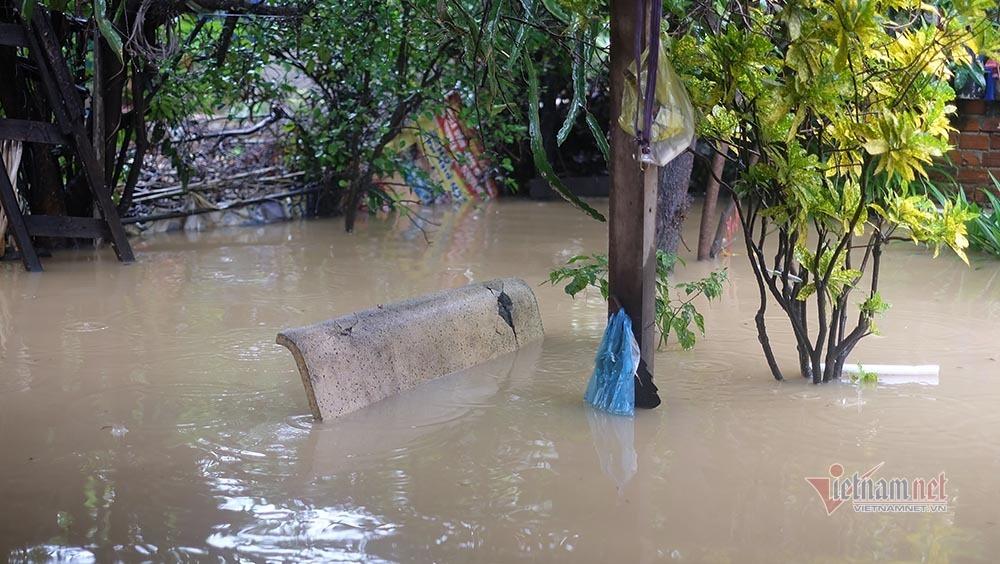 Nước lũ về quá nhanh, dân không kịp trở tay