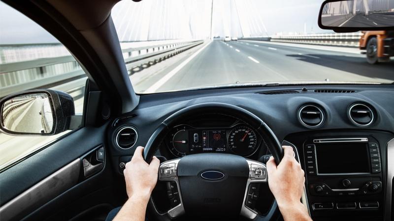 Những mẹo hay tài non cần biết để lái xe căn giữa làn đường