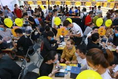 iPhone 12 in high demand, dealers earn big money