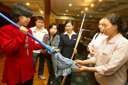 Osin ở Trung Quốc được 'huấn luyện' phải biết ơn và nhẫn nhịn với chủ