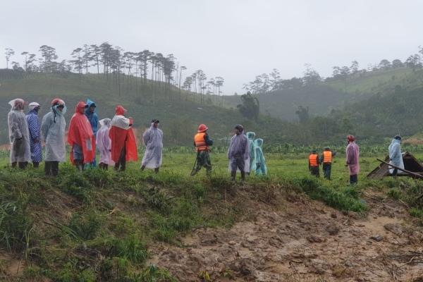 Tìm thấy balo của 2 nữ du khách bị lũ cuốn mất tích ở Lâm Đồng