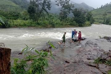 Liên lạc được 36 du khách kẹt trên núi ở Khánh Hòa do mưa lũ