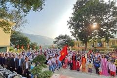 Bộ GD-ĐT trao học bổng cho học sinh huyện biên giới Mường Lát