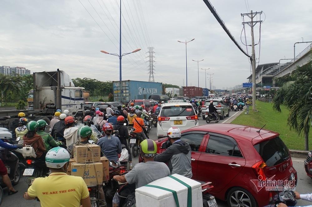 Giao thông khu Đông Sài Gòn hỗn loạn, tê liệt vì lý do bất ngờ