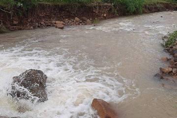 Ba cha con tử vong thương tâm do lũ cuốn ở Khánh Hòa