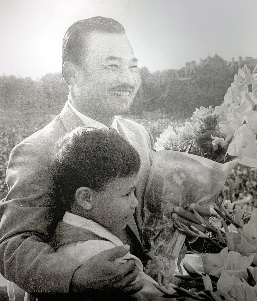 Triển lãm ảnh: Quan hệ hữu nghị đặc biệt Việt Nam - Lào