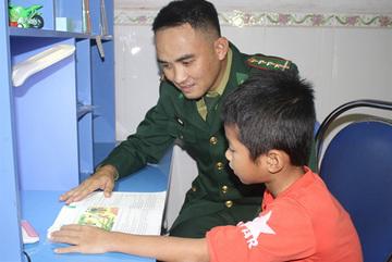 Border guards fosterdisadvantaged children in Ninh Binh