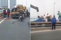 Tai nạn 1 người bị thương, cầu Nhật Tân ùn tắc nhiều giờ