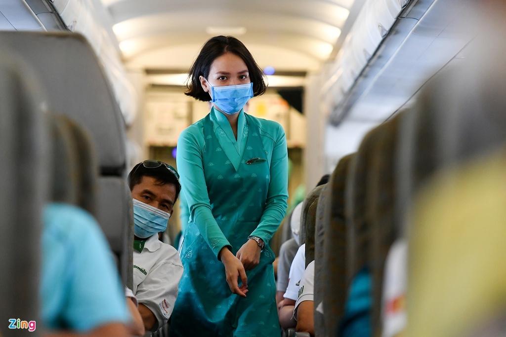Vietnam Airlines gặp khó nếu tiếp viên, phi công phải cách ly nơi khác thumbnail