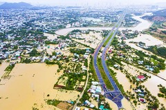 Thêm một cháu bé tử vong, nước rút chậm Khánh Hòa vẫn ngập