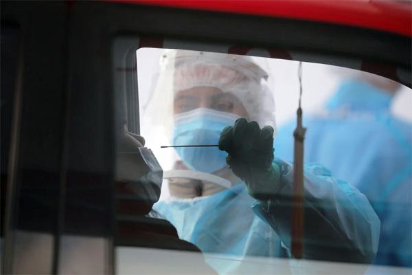 Các nước tranh cãi cách ly người nhiễm Covid-19 nên 14 hay 5 ngày
