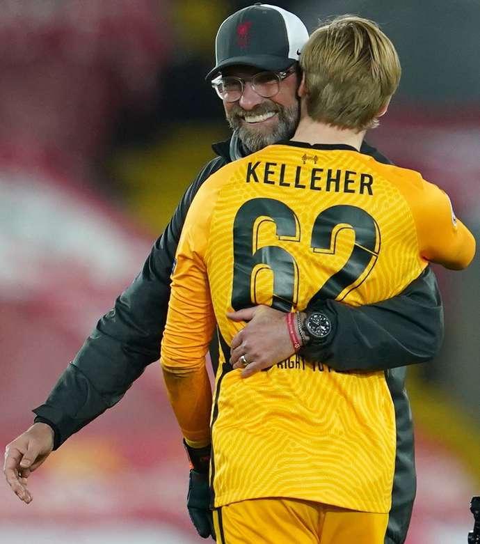 Klopp lao ra ôm học trò, nói điều bất ngờ sau khi thắng Ajax