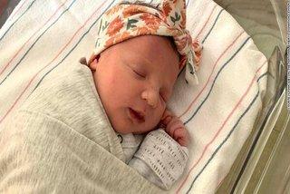 Em bé lập kỷ lục khi chào đời từ phôi thai trữ đông tới 27 năm