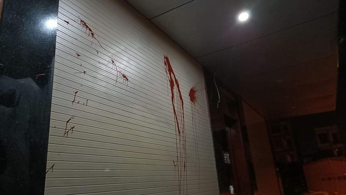 Nhà riêng của một phóng viên ở Thanh Hóa liên tục bị ném chất bẩn