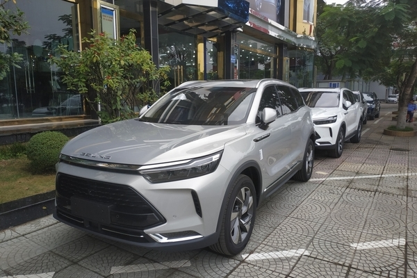 Ô tô Trung Quốc giá rẻ, tràn ngập công nghệ: Mấy ai dám xài xế Tàu